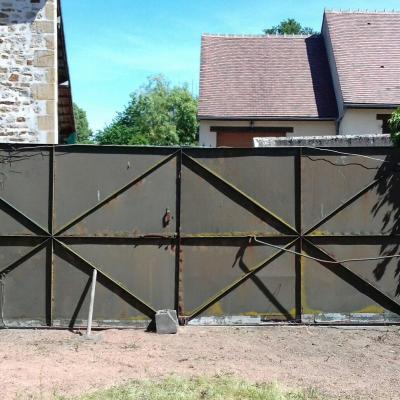 Cerilly (03) portail 2 vantaux en métal avant